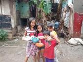 Клирик Филиппинско-Вьетнамской епархии помогает пострадавшим от извержения вулкана на Филиппинах