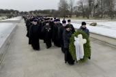Делегация Санкт-Петербургской епархии приняла участие в возложении венков на Пискаревском кладбище по случаю 76-й годовщины снятия блокады Ленинграда