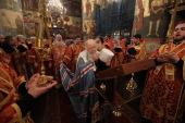 В день памяти новомучеников и исповедников Церкви Русской Патриарший наместник Московской епархии совершил Литургию в Успенском соборе Московского Кремля