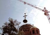 На строящемся кафедральном соборе св. Александра Невского в Волгограде установлен накупольный крест