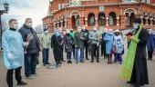 Волонтеры Ижевской епархии доставили гуманитарную помощь и освященные вербы находящимся на самоизоляции