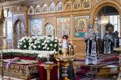 В Великую Субботу глава Казахстанского митрополичьего округа совершил Литургию в Иверско-Серафимовском монастыре Алма-Аты