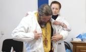 «Мы надеваем защитный костюм и причащаем». Как священники посещают больных с коронавирусом