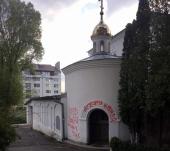 В Тернополе в День Победы вандалы устроили провокацию возле кафедрального собора Украинской Православной Церкви
