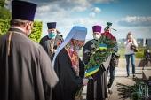 Блаженнейший митрополит Онуфрий в День Победы совершил молитву в парке Вечной славы в Киеве