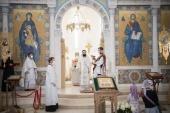 В Неделю 7-ю по Пасхе Патриарший экзарх Западной Европы совершил Литургию в Троицком кафедральном соборе Парижа