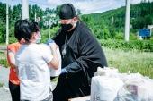 В Златоустовской епархии раздали две тонны продуктовой помощи одиноким матерям