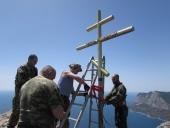 Крымские казаки восстановили срезанный вандалами поклонный крест