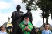 В День семьи, любви и верности в Черняховской епархии был открыт памятник святым Петру и Февронии Муромским