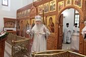 Митрополит Крутицкий Ювеналий освятил Воскресенский храм в подмосковном поселке Быково