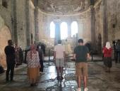 В храме свт. Николая в Демре совершена первая после ослабления карантинных мер Литургия для русскоязычной паствы