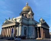 В Исаакиевском соборе Северной столицы возобновлены богослужения после ослабления карантинных мер