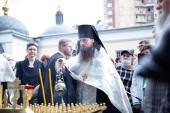 В день 40-летия со дня кончины Владимира Высоцкого у его могилы была совершена панихида