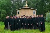 Индонезийские и филиппинские учащиеся духовных школ Русской Православной Церкви посещают Оптину пустынь