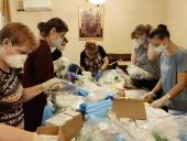 Синодальный отдел по церковной благотворительности и Ассоциация волонтерских центров передали в епархии средства индивидуальной защиты от COVID-19