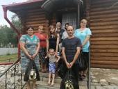 В Оренбургской области Церковь передала продуктовую помощь нуждающимся семьям, тяжелобольным и бездомным