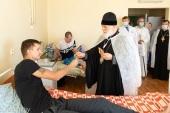 Патриарший экзарх всея Беларуси навестил людей, пострадавших в ходе протестных акций