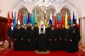 Святейший Патриарх Кирилл встретился с группой семинаристов из Индонезии и Филиппин