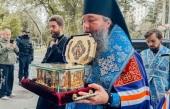 В Донской ставропигиальный монастырь принесен ковчег с частицей мощей святителя Луки Крымского