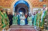 Блаженнейший митрополит Киевский Онуфрий возглавил Божественную литургию в праздник Собора преподобных Дальних пещер