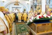 Патриарший экзарх всея Беларуси возглавил соборную архиерейскую Литургию и совершил молебен за белорусский народ в Свято-Духовом кафедральном соборе Минска