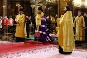 Епископ Бронницкий Евгений совершил в Храме Христа Спасителя молебен перед иконой Божией Матери «Неопалимая Купина»