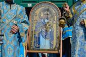 По улицам Изюма провезли чудотворную «Песчанскую» икону Богородицы