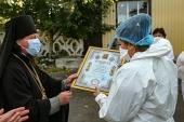 Изюмская епархия отметила труд медиков, борющихся с COVID-19