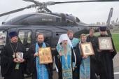 Митрополит Санкт-Петербургский Варсонофий с иконами Спасителя и Покрова Божией Матери облетел на вертолете Северную столицу