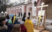 Председатель Синодального отдела по благотворительности освятил крест для строящегося храма при Морозовской детской больнице в Москве