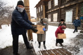 Томская епархия передала нуждающимся семьям две тонны гуманитарной помощи