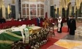 Митрополит Волоколамский Иларион совершил литию у гроба почившего Патриарха Сербского Иринея