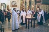 В Покровском соборе г. Шахты молитвенно почтили память погибших в результате взрыва бытового газа в жилом доме