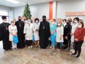 Духовенство Волгоградской епархии передало рождественские подарки в отделение для больных коронавирусом