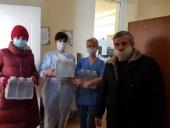 Калининградская епархия передала крещенскую воду в медицинские учреждения