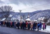 В Закарпатье изгнанная из своего храма община Украинской Православной Церкви вынуждена молиться на улице