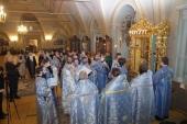 В праздник Иверской иконы Божией Матери Патриарший наместник Московской епархии совершил Литургию в Новодевичьем монастыре г. Москвы