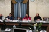 Председатель Патриаршей комиссии по вопросам семьи принял участие в обсуждении статуса многодетной семьи в Общественной палате РФ