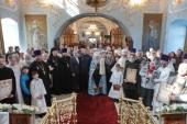 Патриарший наместник Московской епархии совершил великое освящение Введенского храма города Дмитрова