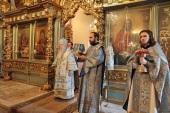 В праздник Благовещения Пресвятой Богородицы Патриарший наместник Московской епархии совершил Литургию в Новодевичьем монастыре г. Москвы
