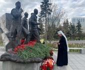Митрополит Воскресенский Дионисий возложил цветы к памятнику участникам ликвидации последствий аварии на Чернобыльской АЭС на Поклонной горе