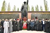 Глава Казахстанского митрополичьего округа возложил венок к мемориалу «Погибшим в годы Великой Отечественной войны» в Костанае