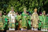 Блаженнейший митрополит Онуфрий возглавил праздничное богослужение в Неделю святых жен-мироносиц и день памяти преподобного Феодосия Печерского