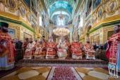 Предстоятель Украинской Православной Церкви совершил Литургию и освятил памятник апостолу Андрею Первозванному в Почаевской лавре