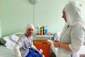 Сестры милосердия посетили пострадавших при взрыве на АЗС в Новосибирске