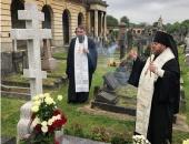 В Троицкую родительскую субботу епископ Сурожский Матфей совершил панихиду на могиле митрополита Антония (Блума)