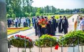 В День памяти и скорби делегация Санкт-Петербургской епархии приняла участие в возложении венков на Пискаревском кладбище Северной столицы