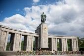 Делегация Берлинской епархии приняла участие в церемонии возложения венков к мемориалу советским воинам в Тиргартене в г. Берлине