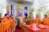Глава Казахстанского митрополичьего округа совершил ночную Литургию в храме Царственных страстотерпцев в поселке Карабулак, отмечающем престольный праздник