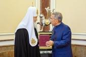 Святейшему Патриарху Кириллу вручена государственная награда Республики Татарстан орден Дружбы («Дуслык»)